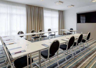 Boardraum-U-Form-schraeg-seitlich-Mercure-Hotel-Düsseldorf-Kaarst