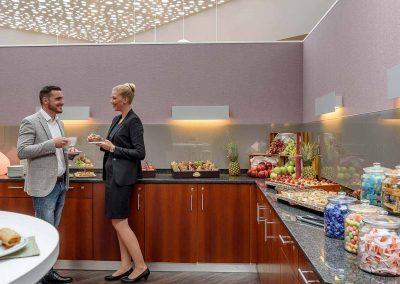 Kaffeepause-mit-2-Personen-Mercure-Hotel-Düsseldorf-Kaarst